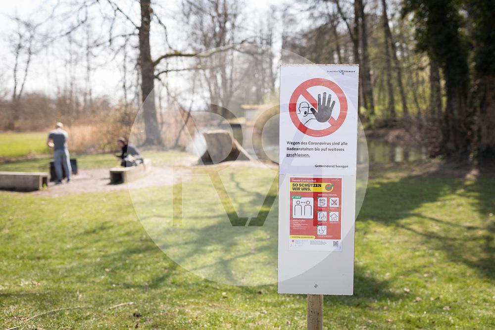 SCHWEIZ - SEENGEN - Geschlossene Badewiese am Aabach, in der Zeit der Coronavirus-Pandemie - 28. März 2020 © Raphael Hünerfauth - http://huenerfauth.ch