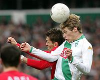 Fotball<br /> Bundesliga Tyskland 2004/05<br /> Werder Bremen v FC Mainz 05<br /> 12. mars 2005<br /> Foto: Digitalsport<br /> NORWAY ONLY<br /> Nikolce Noveski, Aaron Hunt Bremen