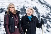 Fotosessie met de koninklijke familie in Lech /// Photoshoot with the Dutch royal family in Lech .<br /> <br />   Prinses Beatrix en Koningin Maxima  /////   Princess Beatrix and Queen Maxima