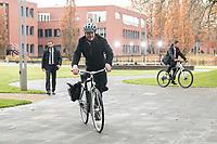14 NOV 2018, POTSDAM/GERMANY:<br /> Olaf Scholz, SPD, Bundesfinanzminister, mit dem Rad auf dem Weg zur Klausurtagung des Bundeskabinetts, Hasso Plattner Institut (HPI, Potsdam-Babelsberg<br /> IMAGE: 20181114-01-034<br /> KEYWORDS; Kabinett, Klausur, Tagung, Fahrrad