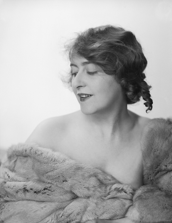 Alice Hechy, actress, 1927