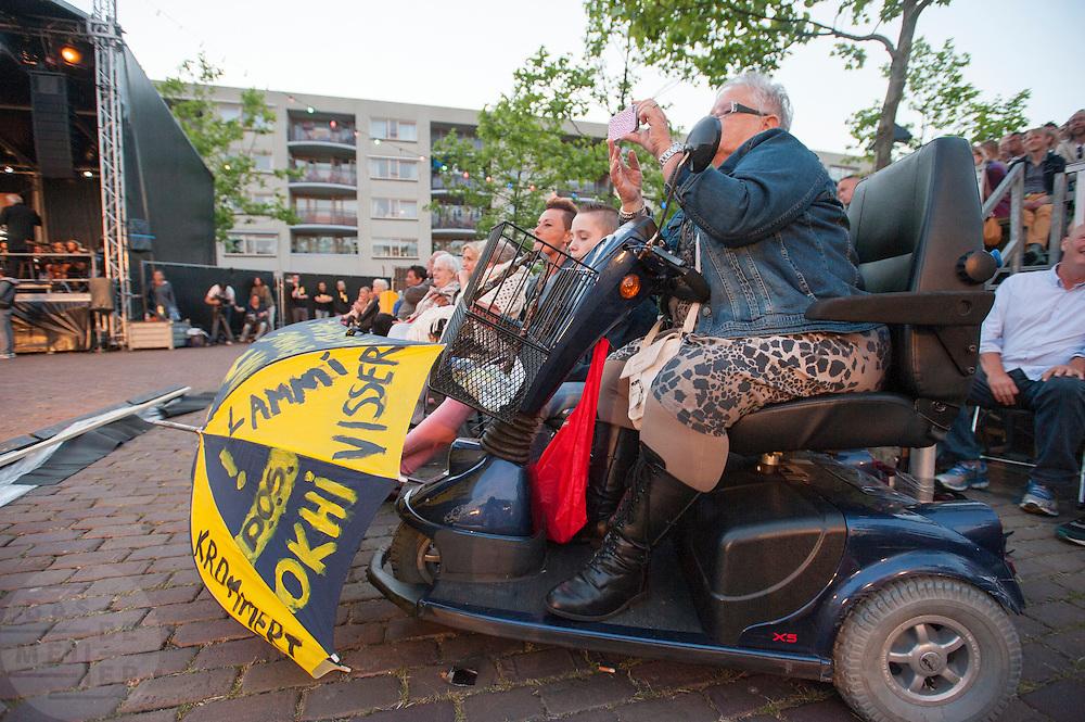 In Utrecht wordt in de volkswijk Ondiep een volksopera gehouden. Tijdens de opera vertellen inwoners het verhaal van de wijk op de melodie van klassieke operastukken. Met de opera wil de stichting Volksopera de sociale cohesie in een buurt verbeteren. Eerder was er al een volksopera in de Amsterdamse volkswijken Tuindorp Oostzaan en Floradorp.<br /> <br /> In Utrecht residents of the class neighborhood Ondiep tell the story of their district via an opera. The opera is set up to stimulate the social cohesion between the people in the neighborhoods.