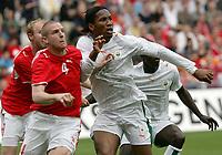 Philippe Senderos (SUI) gegen Didier Drogba (CIV) © Andy Mueller/EQ Images