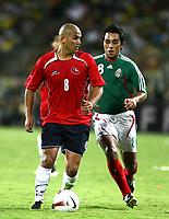 Fotball<br /> Copa America 2007<br /> 05.07.2007<br /> Foto: imago/Digitalsport<br /> NORWAY ONLY<br /> <br /> Chile v Mexico<br /> Humberto Suazo (Chile, li.) gegen Jaime Correa (Mexiko)