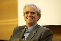 """26 APR 2004, BERLIN/GERMANY:<br /> Hans-Christian Stroebele, MdB, B90/Gruene, waehrend einer Podiumsdiskussion, Kongress """"Politik als Marke - Politik zwischen Kommunikation und Inszenierung"""", ein Projekt der Politikfabrik, dbb Forum Berlin<br /> IMAGE: 20040426-02-213<br /> KEYWORDS: Hans-Christian Ströbele"""