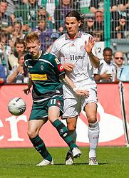 24.04.2010, Borussia Park, Mönchengladbach (Moenchengladbach), GER, 1.FBL, Borussia Mönchengladbach vs Bayern München (Muenchen), im Bild  Daniel van Buyten (Bayern M¸nchen / Muenchen BEL #5) vs Marco Reus (M^chengladbach - GER #11), EXPA Pictures © 2010, PhotoCredit: EXPA/ nph/  Scholz *** Local Caption *** / SPORTIDA PHOTO AGENCY