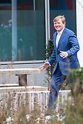 Koning Willem-Alexander tijdens de slotbijeenkomst van JINC Baas van Morgen, een non-profitorganisatie die strijdt tegen kansenongelijkheid onder jongeren. <br /> <br /> King Willem-Alexander at the final meeting of JINC Baas van Morgen, a non-profit organization that fights against inequality among young people.