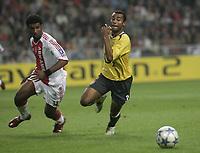 Photo: Barry Bland.<br />Ajax v Arsenal. UEFA Champions League.<br />27/09/2005.<br />Ryan Babel and Ashley Cole.