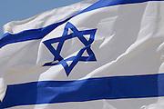 israelische Flagge, archäologische Ausgrabungsstätte Avdat, Negev, Israel.|.israeli flag, archaeological site Avdat, Negev, Israel.