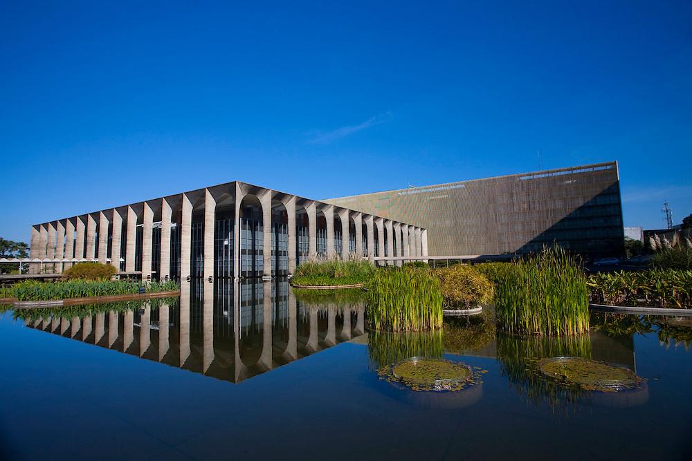 Brasilia_DF, Brasil...Palacio do Itamaraty projetado por Oscar Niemeyer em Brasilia, Distrito Federal...Palacio Itamaraty designed by Oscar Niemeyer in Brasilia, Distrito Federal...Foto: JOAO MARCOS ROSA / NITRO