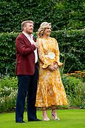 Zomerfotosessie 2021 bij Paleis Huis ten Bosch in Den Haag<br /> <br /> Summer photo session 2021 at Palace Huis ten Bosch in The Hague<br /> <br /> Op de foto / On the photo:  Koning Willem-Alexander en koningin Maxima <br /> <br /> King William Alexander and Queen Maxima