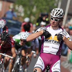 Wouter Haan (Ruiter Dakkapellen) wint de 59e ronde van Overijssel met start en finish in Rijssen Jesper Asselman (Rabobank conti werd 2e en de Tjech Martin Hunal derde