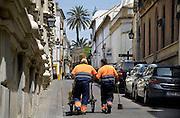 Spanje, Cordoba, 6-5-2010Straatvegers in een wijk van Cordoba. In Spanje gaat het slecht met de economie en het financiele systeem. 20% Werkeloosheid en spaarbanken die in de problemen zijn gekomen. Men wil niet met Griekenland vergeleken worden, maar de tekenen voorspellen niet veel goeds.Posters which call for a demonstration against unemployment and the policies of the government. In Spain the economy and financial system is in bad shape. 20% Unemployment and savings banks that have come into trouble. They do not want to be compared with Greece, but the signs do not predict much good.Foto: Flip Franssen/Hollandse Hoogte