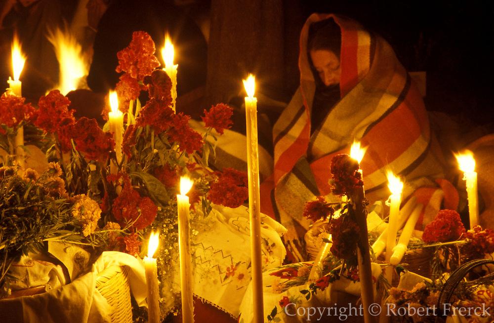 MEXICO, PATZCUARO, FESTIVALS Days of the Dead; night long vigil