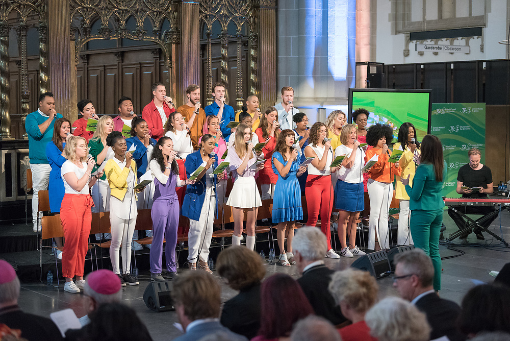 23 August 2018, Amsterdam, Netherlands: The Soundwise Gospel Choir conducted by Kirsten Michel. Hundreds of people gather from across the world for an ecumenical prayer service at the Nieuwe Kerk, a 15th-century church in Amsterdam, to celebrate the 70th anniversary of the World Council of Churches at the very spot in which the organization was founded. Under the theme ìWalking, Praying and Working Together,î pilgrims from all over the world attend the service.