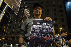 October 3, 2018 - Spain - A worker is seen standing holding a poster during the protest..3rd week of the protest at the gates of one of the theatres in the city of Madrid, employer claim for a worth agreement of less than 14,000 euros a year to be offered. (Credit Image: © Lito Lizana/SOPA Images via ZUMA Wire)
