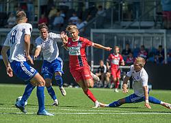 Carl Lange (FC Helsingør) presses af Nicolaj Thomsen (HIK) under træningskampen mellem FC Helsingør og HIK den 1. august 2020 på Helsingør Ny Stadion (Foto: Claus Birch).