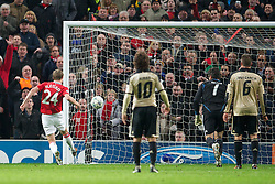 22.11.2011, Old Trafford, Manchester, ENG, UEFA CL, Gruppe C, Manchester United (ENG) vs Benfica Lissabon (POR), im Bild Manchester United's Darren Fletcher scores the second goal against SL Benfica during the UEFA Champions League Group C match at Old Trafford, London, United Kingdom on 22/11/2011. EXPA Pictures © 2011, PhotoCredit: EXPA/ Sportida/ David Rawcliff..***** ATTENTION - OUT OF ENG, GBR, UK *****