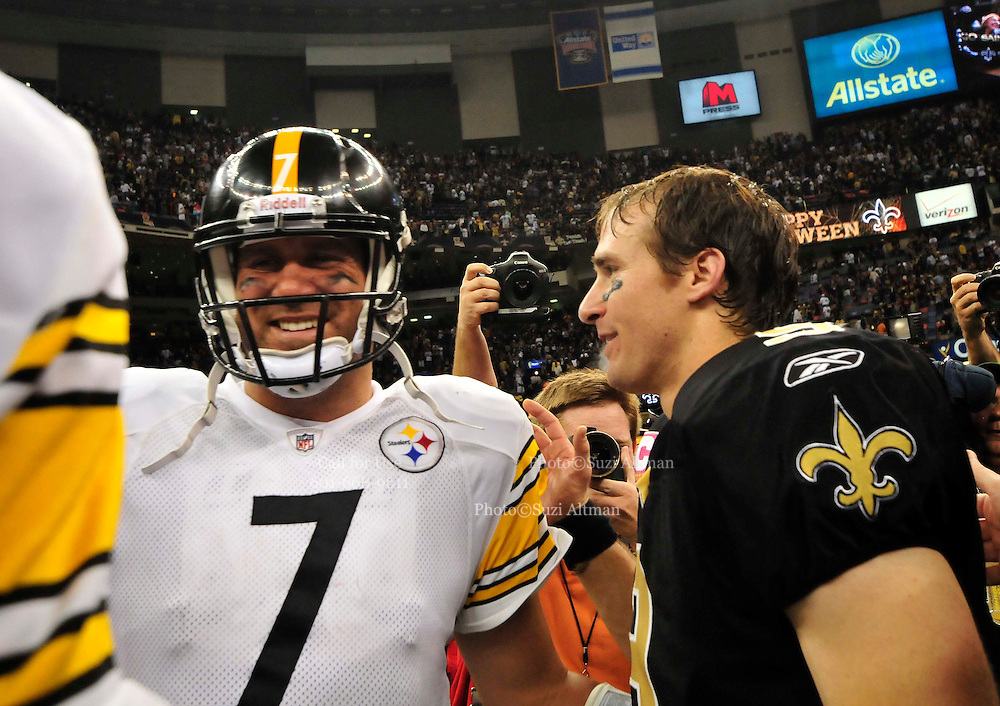The New Orleans Saints QB Drew Brees shakes hands with Steelers QB Roethlisberger after the Saints beat the Steelers 20 to 10 Sunday Oct. 31, 2010 in New Orleans at The SuperDome. play the Pittsburgh Steelers in New Orleans at the SuperDome in Louisiana on Halloween Oct.31 2010. The Saints went on to win 20 -10 in a very physical game. Photo©SuziAltman.