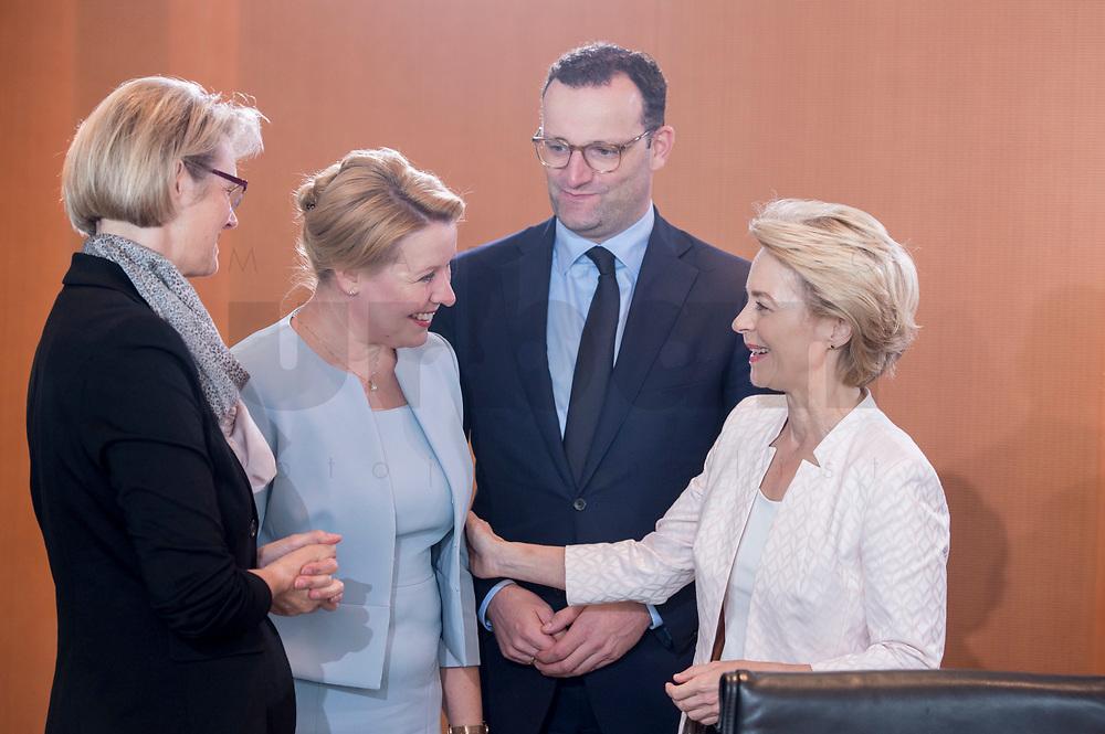 03 JUL 2019, BERLIN/GERMANY:<br /> Anja Karliczek, CDU, Bundesforschungsministerin, Franziska Giffey, SPD, Bundesfamlienministerin, Jens Spahn, CDU, Bundesgesundheitsminister, Ursula von der Leyen, CDU, Budnesverteidigungsministerin, (v.L.n.R.), im Gespraech, vor Beginn der Kabinettsitzung, Bundeskanzleramt<br /> IMAGE: 20190703-01-010<br /> KEYWORDS: Kabinett, Sitzung, Gespräch