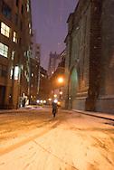 New York under the snow;  Brooklyn.  DUMBO  the old docks and factory area. Down under Manhattan bridge overpass.  / le quartier des anciens docks et usines de , Down under Manhattan bridge overpass. en pleine transformation, quartier des artistes