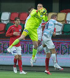 Oscar Hedvall (Silkeborg IF) med greb om bolden under kampen i 1. Division mellem Silkeborg IF og FC Helsingør den 21. november 2020 i JYSK Park (Foto: Claus Birch).
