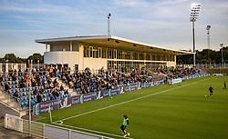 Hovedtribunen i det sidste sollys før kampen i 1. Division mellem FC Helsingør og Vendsyssel FF den 18. september 2020 på Helsingør Stadion (Foto: Claus Birch).