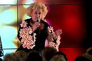 Uitreiking Koning Willem I prijs. De prijs, in de vorm van een beeldje, werd in de Nederlandse bank - Amsterdam uitgereikt door koningin Máxima, erevoorzitter van de stichting. <br /> <br /> King Willem I Award ceremony. The price in the form of a statuette, was in the Dutch banking - Amsterdam awarded by Queen Máxima, Honorary President of the Foundation.<br /> <br /> Op de foto / On the photo:  Karin Bloemen