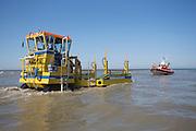 Een speciaal voertuig haalt de reddingsboot van de KNRM (Koninklijke Nederlandse Reddings Maatschappij) in Noordwijk aan Zee op uit de Noordzee..<br /> <br /> The carrier is picking up the lifeboat John Paul of the KNRM (Royal Dutch Rescue Organization) in Noordwijk aan Zee.