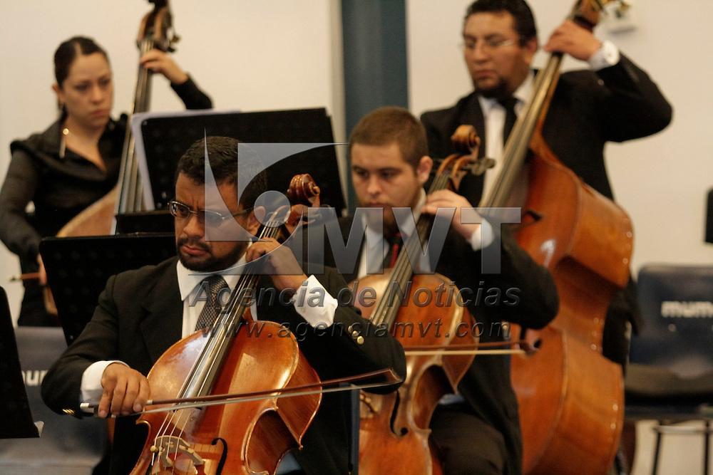 Toluca, México.- La Orquesta Filarmónica de Toluca ofreció un concierto al publico en general en el Museo Modelo de Ciencias e Industrias (MUMCI) . Agencia MVT / Arturo Hernández S.