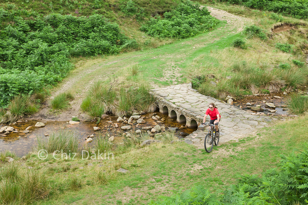 Cycling in the Peak District (Lees Hill)