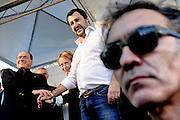 Giorgia Meloni, Silvio Berlusconi e Matteo Salvini durante la manifestazione in Liberiamoci e ripartiamo tenutasi in piazza Maggiore a Bologna.<br /> 8 novembre 2015 . Daniele Stefanini /  OneShot