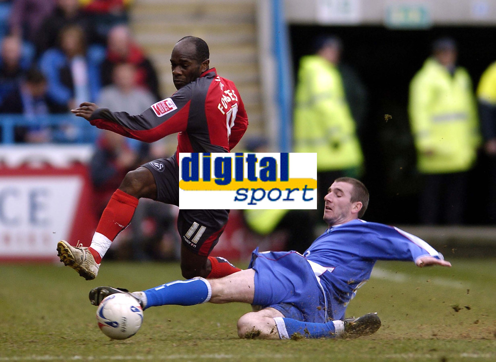 Photo: Olly Greenwood.<br />Gillingham v Swansea City. Coca Cola League 1. 25/03/2006. Swansea's Keith Lowe (L) and Gillingham's Tommy Black battle.