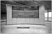 Nederland, the netherlands, Zeeland, 15-1-1986<br /> De hoogwaterkering, stormvloedkering, oosterscheldekering in de Oosterschelde in de eindfase voor de oplevering. In oktober zal de opening, ingebruikname plaatsvinden. De controlekamer, regelkamer van waaruit de schuiven worden bediend moet nog aangesloten worden op het systeem . Deze ruimte is op Neeltje Jans .<br /> Foto: Flip Franssen/Hollandse Hoogte