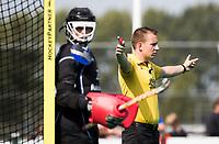 ROTTERDAM - Scheidsrechter Barry Plaisant van der Wal  tijdens de wedstrijd om de derde plaats , Kampong- Oranje Rood , bij de ABN AMRO cup. COPYRIGHT KOEN SUYK