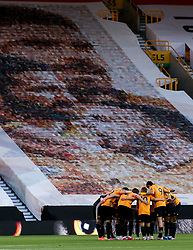 Wolverhampton Wanderers huddle before facing Crystal Palace - Mandatory by-line: Robbie Stephenson/JMP - 20/07/2020 - FOOTBALL - Molineux - Wolverhampton, England - Wolverhampton Wanderers v Crystal Palace - Premier League