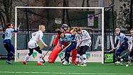 LAREN -  Hockey Hoofdklasse Dames: Laren v Pinoké, seizoen 2020-2021. Foto: Maxime Kerstholt (Laren) bij doel Pinoké