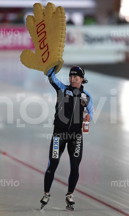 Erfurt , 180207 , Eisschnelllauf Weltcup , 5000m Frauen  Claudia PECHSTEIN (GER) jubelt uber Platz 2