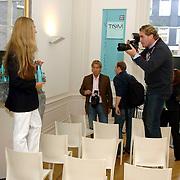 NLD/Amsterdam/20060907 - Presentatie Tom Hairwellness van Tom Sebastian, Tom Sebastian word gefotografeerd