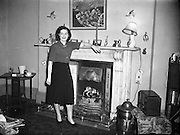 04/12/1952<br /> 12/04/1952<br /> 04 December 1952<br /> Aer Lingus Hostesses, Atlantic Route.<br /> Misses Doyle and Molone.
