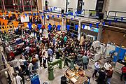 In Delft presenteert het team het ontwerp van de VeloX TX. In september wil het Human Power Team Delft en Amsterdam, dat bestaat uit studenten van de TU Delft en de VU Amsterdam, tijdens de World Human Powered Speed Challenge in Nevada een poging doen het wereldrecord snelfietsen voor tandems te verbreken met de VeloX TX, een gestroomlijnde ligfiets. Het record staat sinds 2019 op 120,26 km/u<br /> <br /> In Delft the team presents the design of the VeloX TX. With the VeloX TX, a special recumbent bike, the Human Power Team Delft and Amsterdam, consisting of students of the TU Delft and the VU Amsterdam, also wants to set a new tandem world record cycling in September at the World Human Powered Speed Challenge in Nevada. The current speed record is 120,26 km/h, set in 2019.