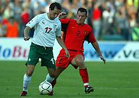Fotball<br /> EM-kvalifisering Bulgaria v Belgia<br /> 6. september 2003<br /> Sofia<br /> Foto: Digitalsport<br /> Norway Only<br /> Martin Petrov fra Bulgaria og Eric Deflandre fra Belgia