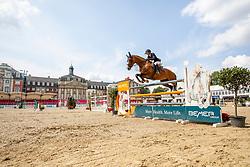 KLAPHAKE Laura (GER), CAMALITA<br /> Münster - Turnier der Sieger 2019<br /> Preis des EINRICHTUNGSHAUS OSTERMANN, WITTEN<br /> CSI4* - Int. Jumping competition  (1.45 m) - <br /> 1. Qualifikation Mittlere Tour<br /> Medium Tour<br /> 02. August 2019<br /> © www.sportfotos-lafrentz.de/Stefan Lafrentz