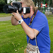 NLD/Amsterdam/20120822 - Perspresentatie SBS Sterren Springen, Dennis van tellingen met handtasje
