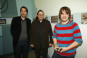 TIM NEUGER, FRANZ ACKERMANN AND JOE HUME, Home, home again private view. White Cube, Hoxton sq. London. 20 April 2006. ONE TIME USE ONLY - DO NOT ARCHIVE  © Copyright Photograph by Dafydd Jones 66 Stockwell Park Rd. London SW9 0DA Tel 020 7733 0108 www.dafjones.com