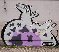 27.08.2014 wies Wizna woj podlaskie N/z graffitti z krowa namalowane na nieczynnym punkcie skupu mleka fot Michal Kosc / AGENCJA WSCHOD