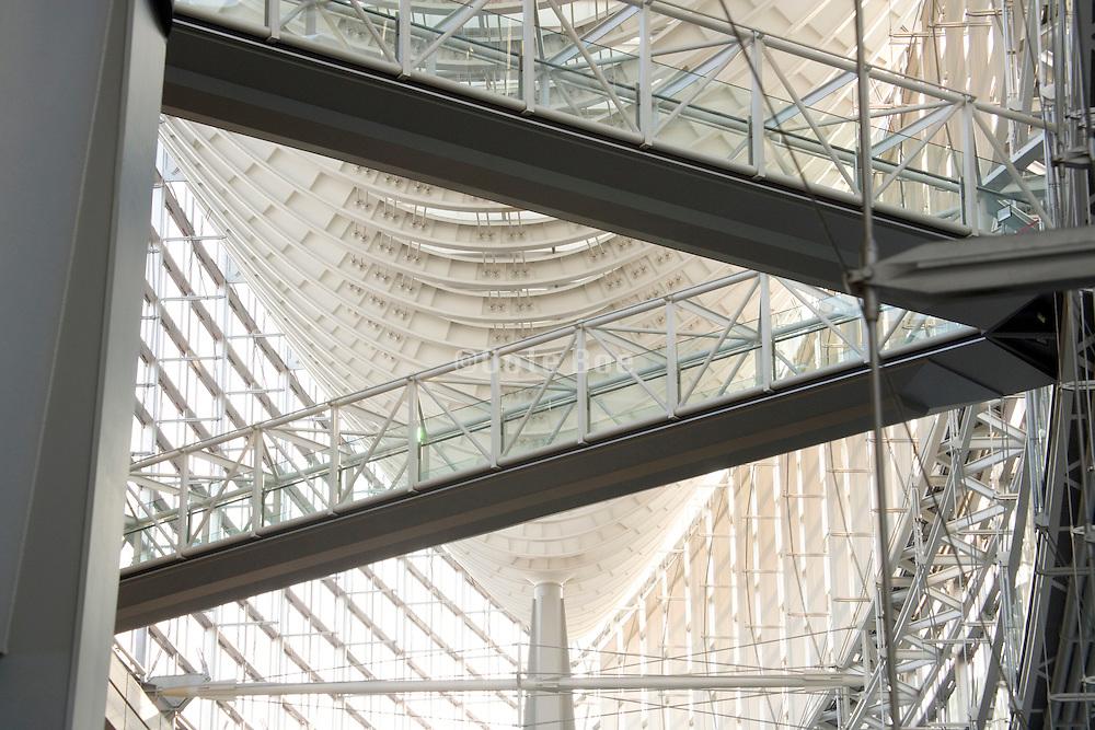 connection bridge inside the Tokyo International Forum building