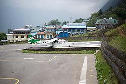 """THEMENBILD - Eine Maschine der nepalesischen Fluglinie """"Tara Air"""" am Tenzing-Hillary Airport in Lukla. Wanderung im Sagarmatha National Park in Nepal, in dem sich auch sein Namensgeber, der Mount Everest, befinden. In Nepali heißt der Everest Sagarmatha, was übersetzt """"Stirn des Himmels"""" bedeutet. Die Wanderung führte von Lukla über Namche Bazar und Gokyo bis ins Everest Base Camp und zum Gipfel des 6189m hohen Island Peak. Aufgenommen am 26.05.2018 in Nepal // Trekkingtour in the Sagarmatha National Park. Nepal on 2018/05/26. EXPA Pictures © 2018, PhotoCredit: EXPA/ Michael Gruber"""