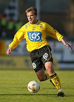 Fotball - 1. mai 2002. Odd Grenland - Start i Skien. Donatas Vencevicius, Start.<br /> Foto: Andreas Fadum, Digitalsport