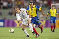 FOOTBALL - CONFEDERATIONS CUP 2003 - GROUP A - JAPAN v COLOMBIA  - 030622 - NAOHIRO TAKAHARA (JAP) / JAIRO PATINO (COL)  - PHOTO JEAN MARIE HERVIO / DIGITALSPORT